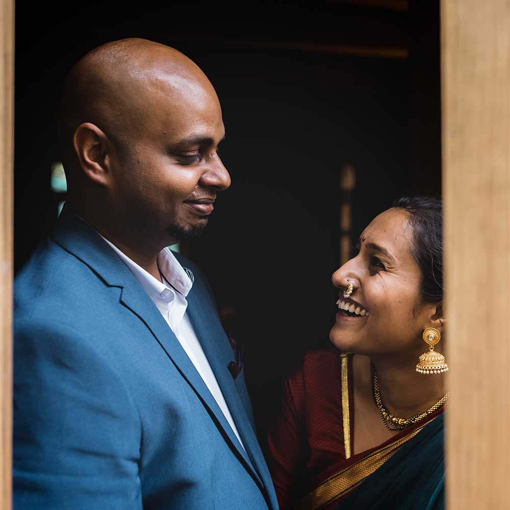 An intimate wedding in Pune with samosas and irani chai